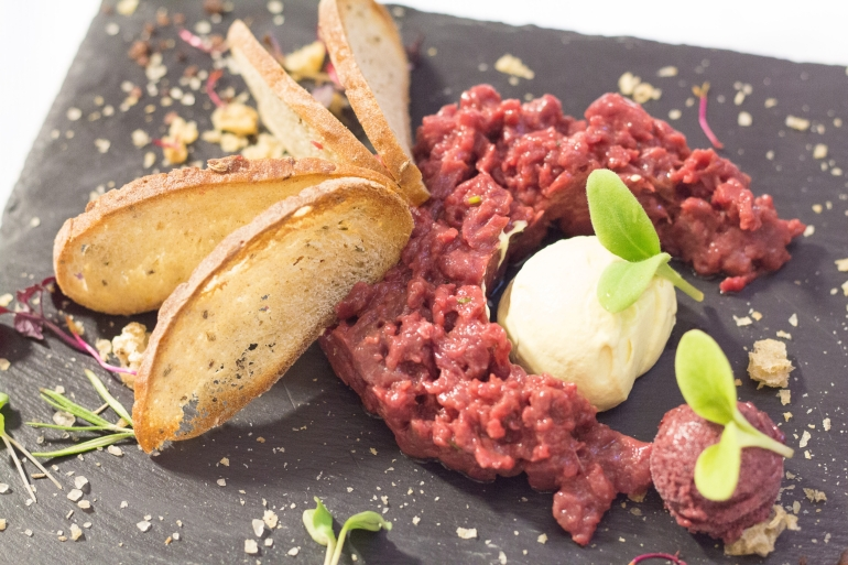 Steack Tartare at lago di Pianozes